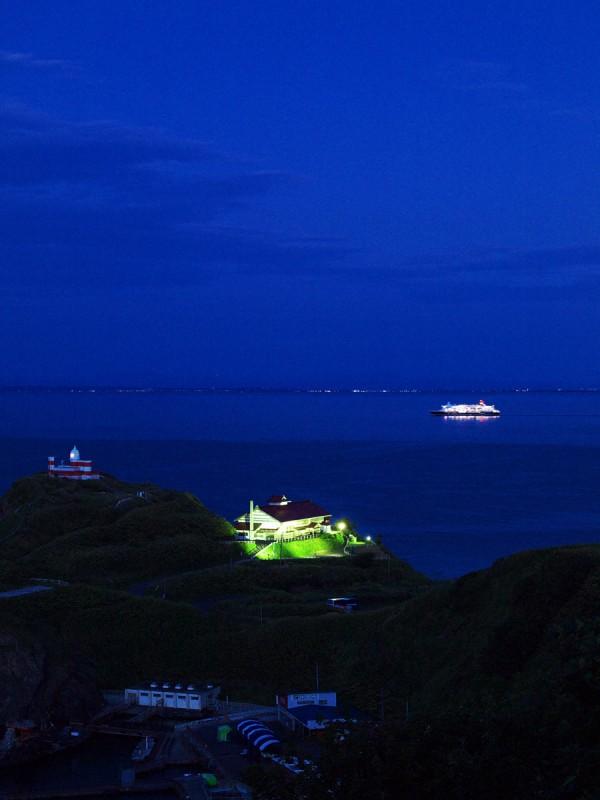 日和山灯台と鰊御殿とにっぽん丸